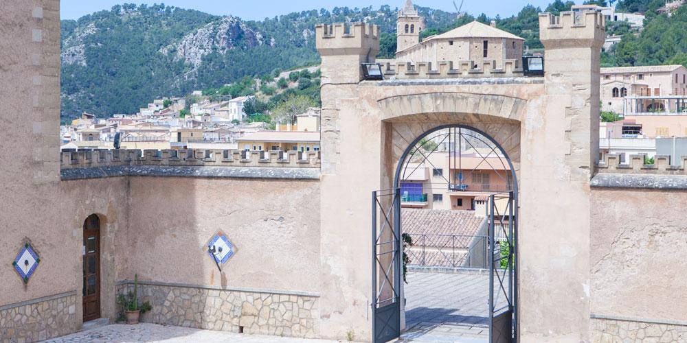 Casafari Real Estate Search Neighbourhoods Mallorca Andratx Andratx Ajuntament view over the town