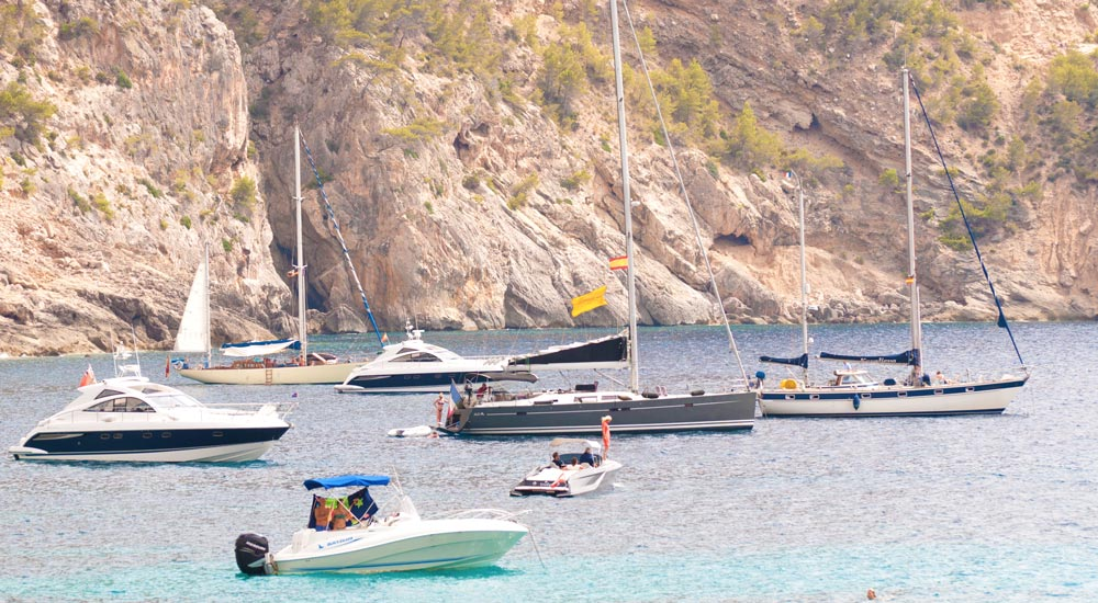 Cala Llamp yachts boats anchorage fairline beneteau bavaria hanse hallberg rassy halberg gran folies follies Casafari real estate search Mallorca neighbourhood guide