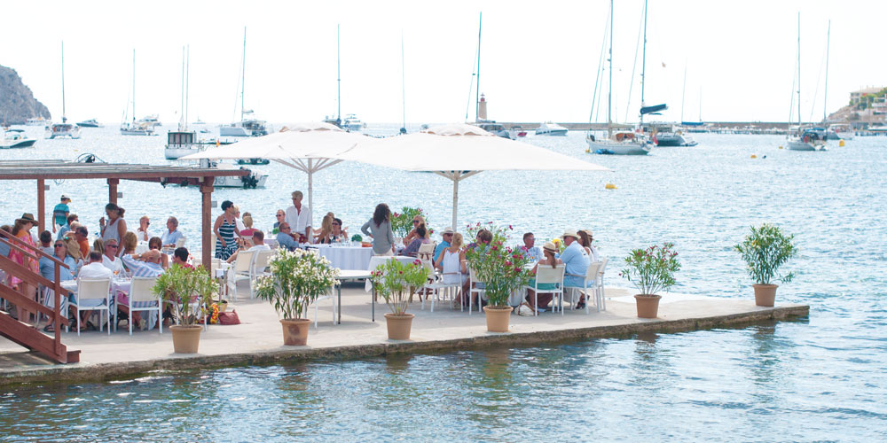 Port Andratx restaurants water sea access Casafari real estate Mallorca neighbourhood lunch brismar yachts anchorage boyage