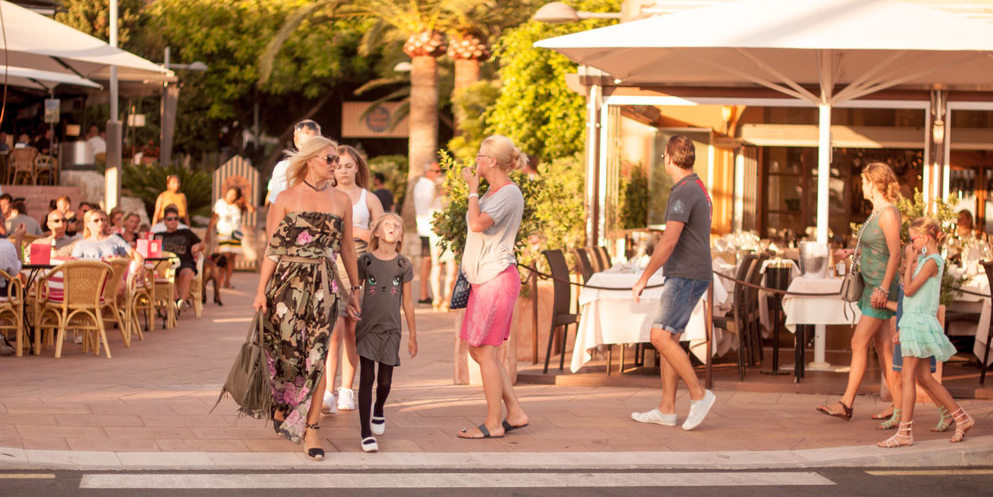 Puerto Portals Marina Restaurants bars chic jetset Mallorca