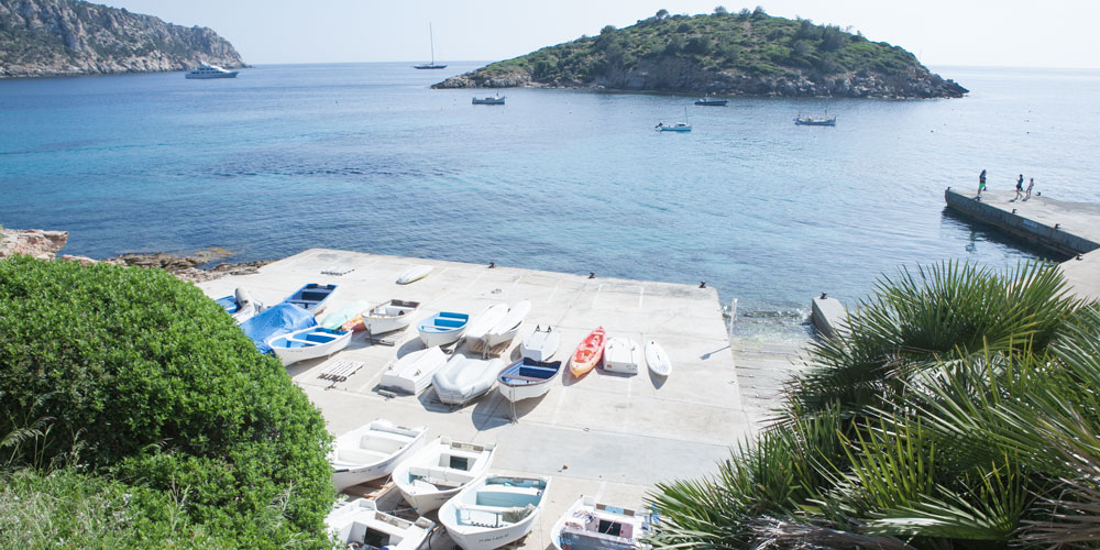 Sant Elm Pantaleu boats anchroage boyage real estate search mallorca casafari