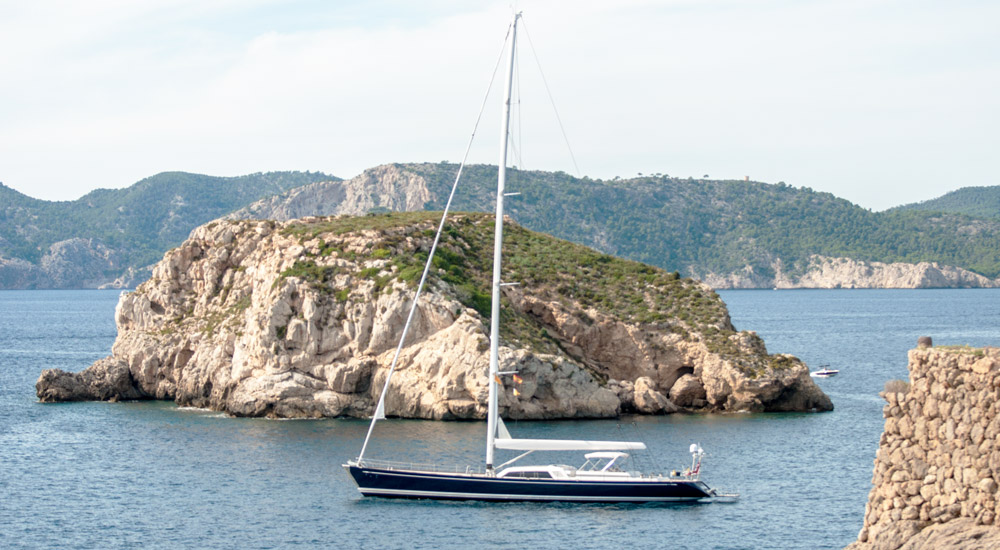 Santa-Ponsa-Malgrats-super-yacht-anchorage-swan-oyster-mallorca