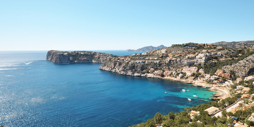 Villas for sale in Cala Llamp with a sea view and La Mola, Cala Marmacen and Gran Folies Beach Club.