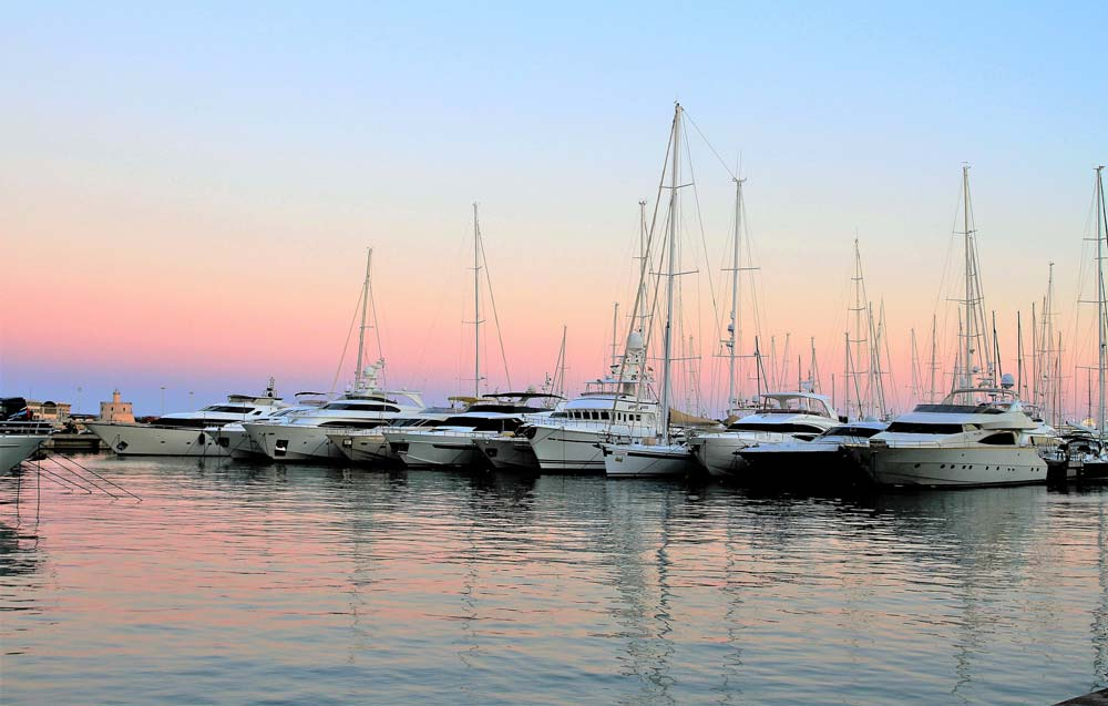 Palma de Mallorca property market offers number of marinas.