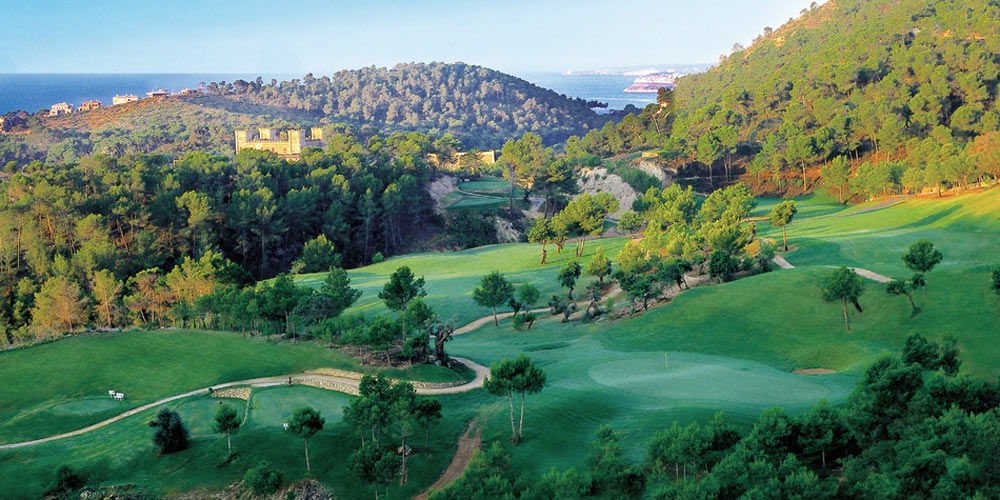 Magnificent Bendinat property view over the local golf course.