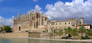 Palace and townhouses in Calatrava, Palma Old town offer a view over the La Seu Cathedral and sea views with beaches short walk away. Houses and apartments in the centre of Palma are reformed and cost 200% more than an average property for sale in Mallorca.