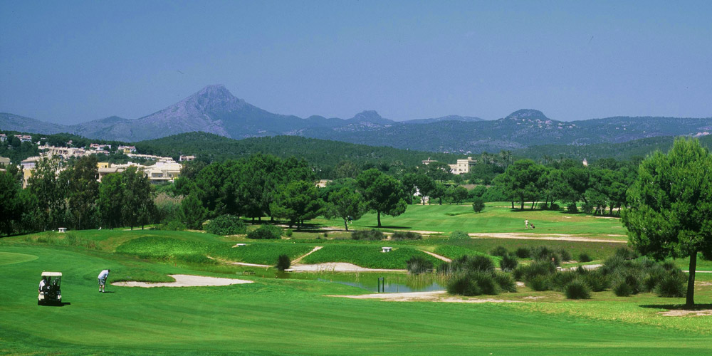 Santa Ponsa property market offers exclusive golf villas.