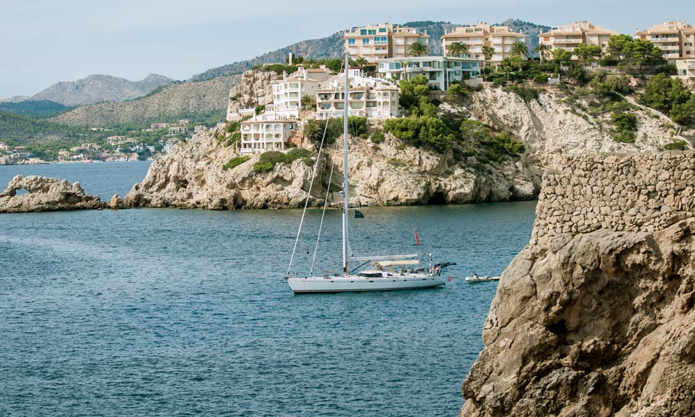 Exclusive apartments of Santa Ponsa property market.