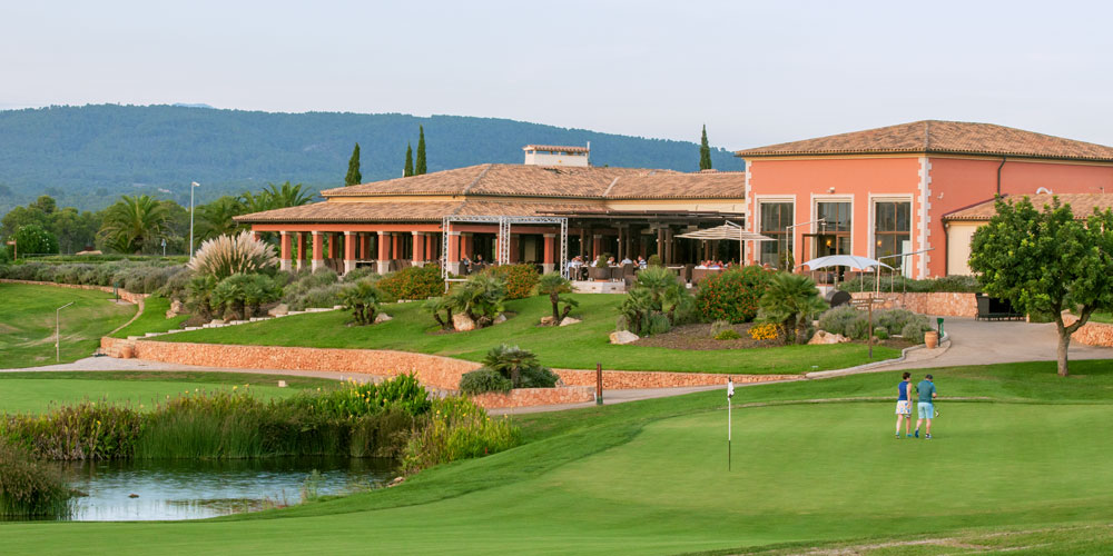 Son Gual property buyers enjoy golf course platz with a club house.