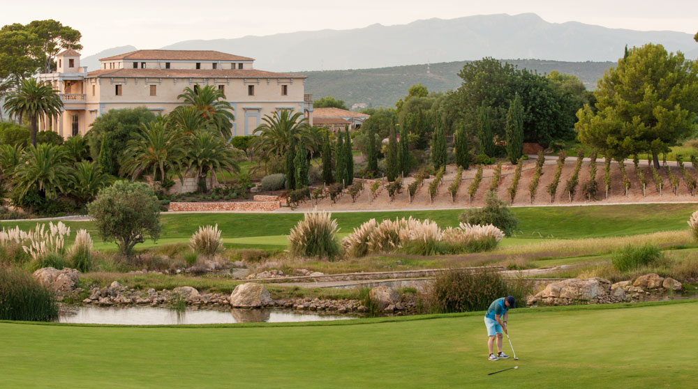 Son Gual property buyers appreciate local golf opportunities.