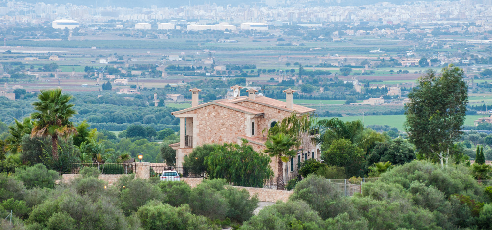 Son Gual chalet villa house finca view over palma mallorca serra tramuntana neighbourhood guides casafari