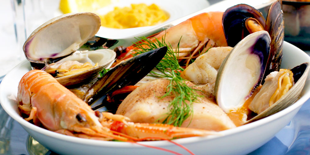 Son Gual property owners enjoy delicious seafood in local restaurants.