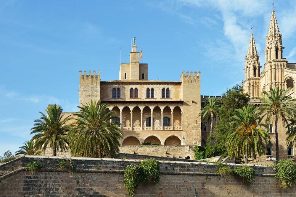 Palma property buyers admire historical monuments of the old town.