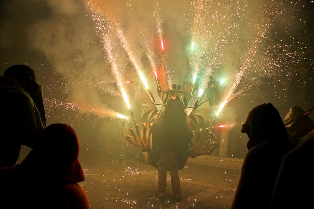 1000x666xCorrefoc-fiesta-de-Sant-RocAlaro-Majorca-Casafari-min
