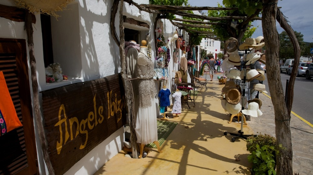 Santa Gertrudis property buyers enjoy typical local hand-craft markets.