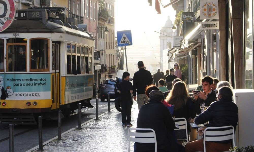 coffee break of misericordia property owners in bairro alto-min