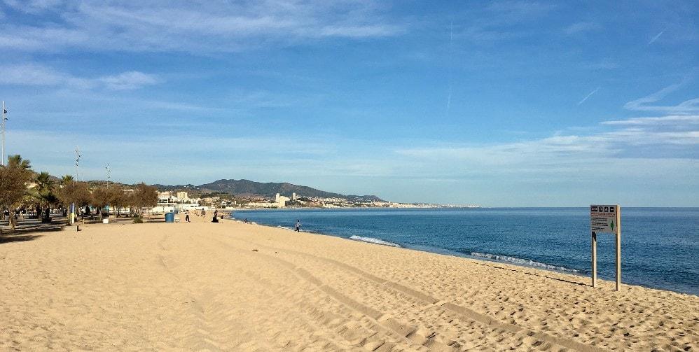 badalona beach - badalona property guide by casafari - barcelona - badalona-min