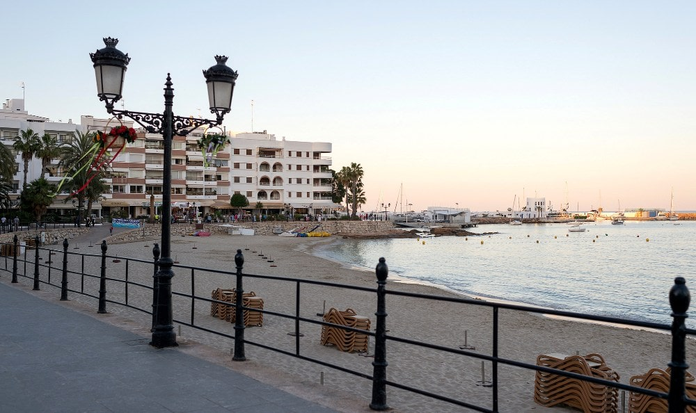 Santa Eulalia property buyers market offers apartments with proximity to the beach.