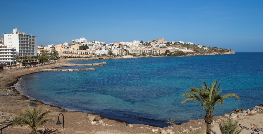 Sant Jordi de ses Salines property market offers beachfront real estate.