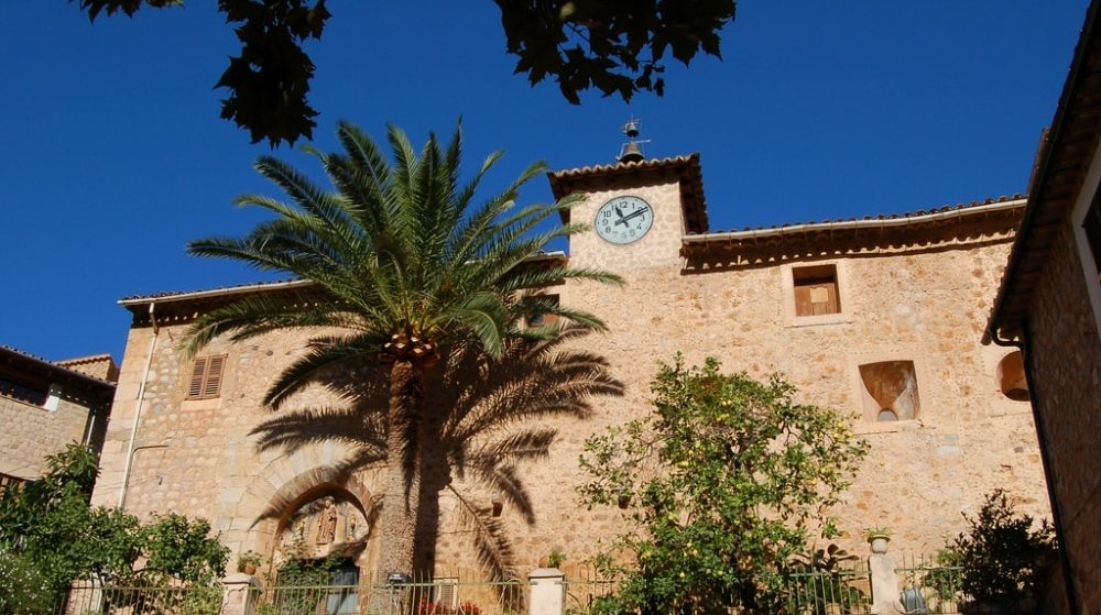 church fornalutx village neighbouhood guide for property-buyers soller mallorca casafari