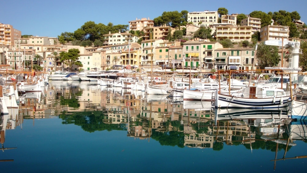 Port Soller property market, the harbour.