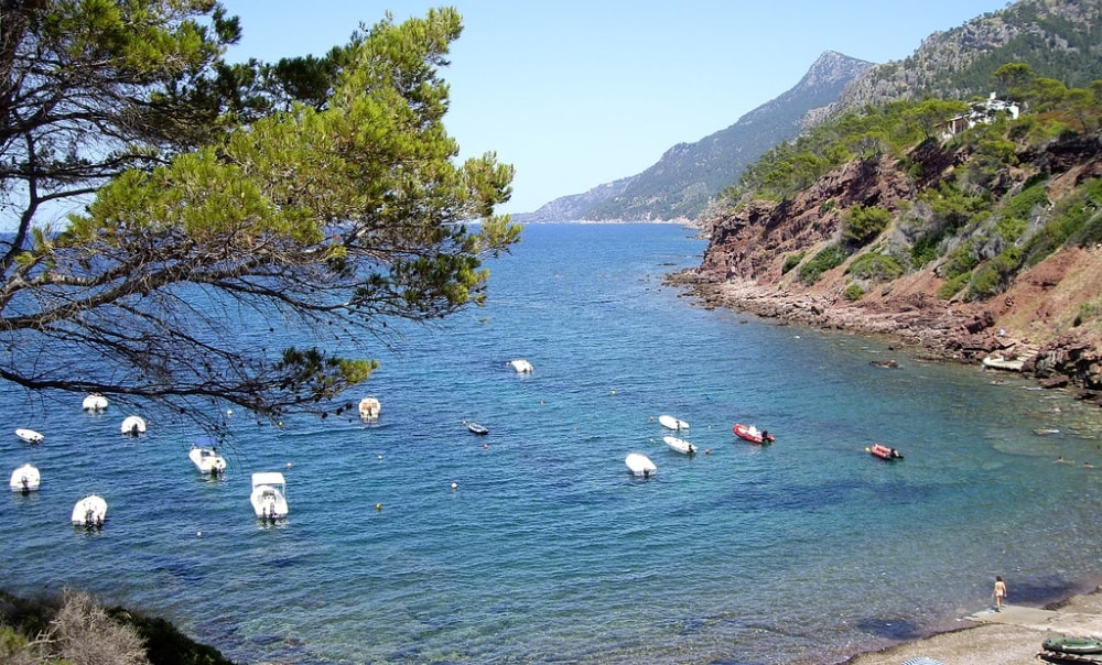 Esporles property market is set next to a beautiful Port des Canonge.