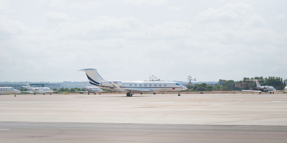 Gulfstream jet-with 2 rolls royce engines pmi airport