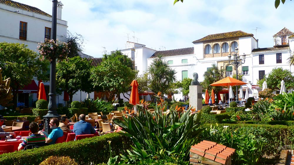 Marbella Old Town property selection is surrounded by restaurants and cafes.