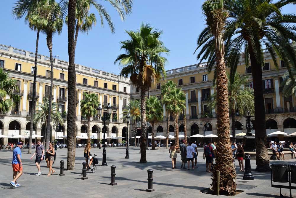 Ciutat Vella property market square La Ramba.
