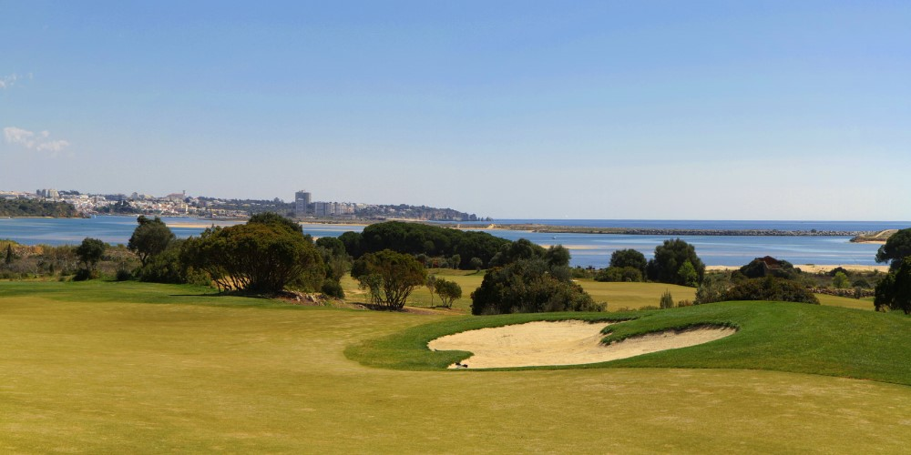 golf cours in algarve by casafari property guide