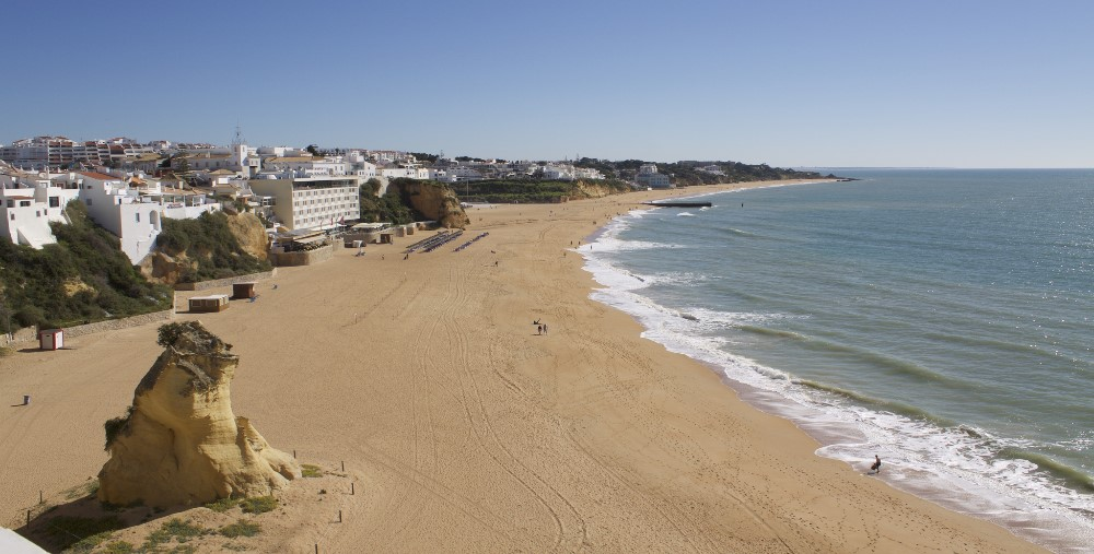 beach and sun in albufeira property guide