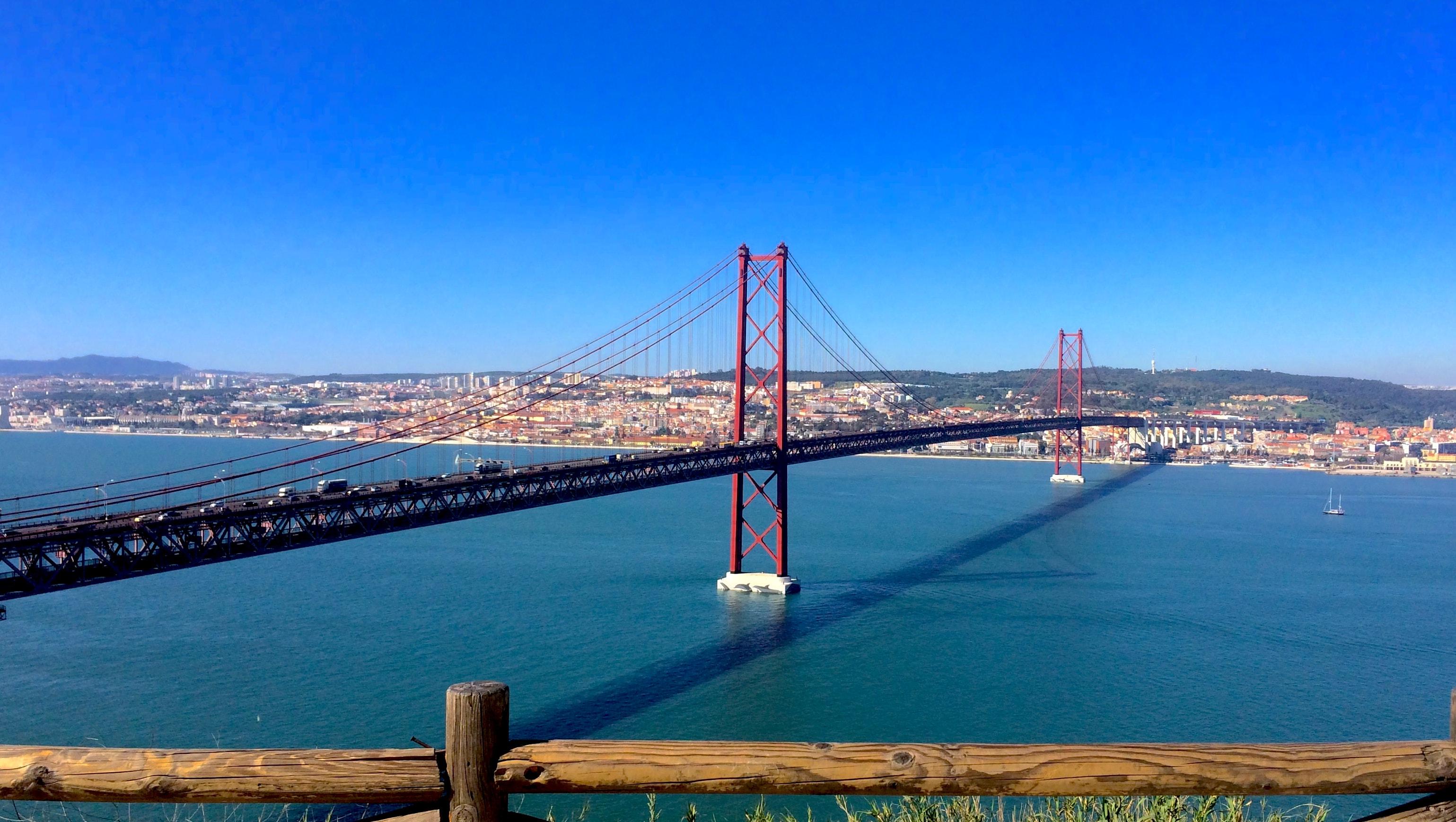 25 de abril Portugal revolução dos cravos real estate metasearch