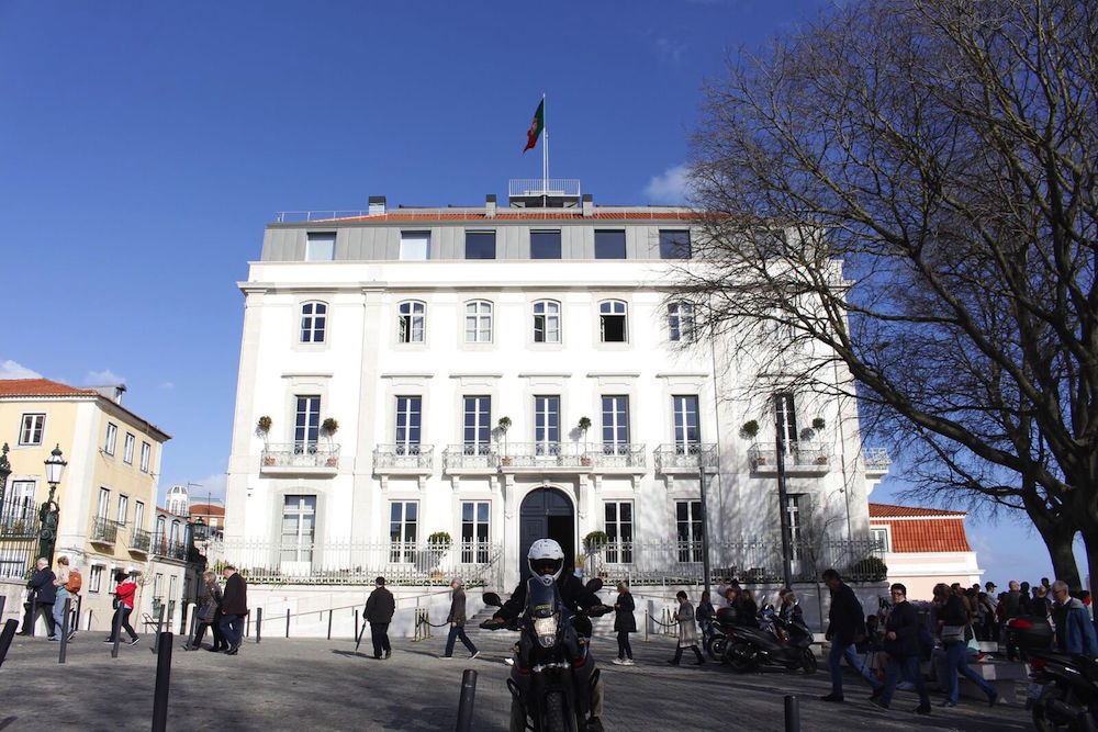 Santa Catarina property with historical attributes in the centre of Lisbon.