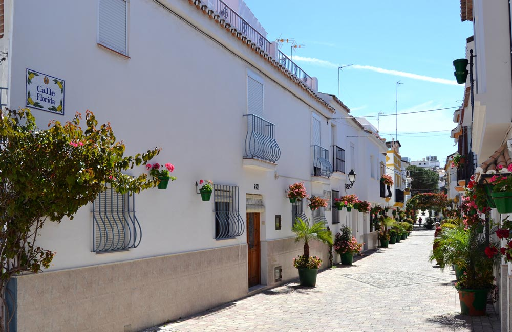 Traditional white-painted streets are why of the reasons why to buy Estepona Old Town property.